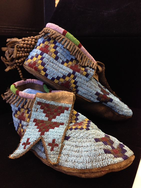 mokasyny haftowane koralikami