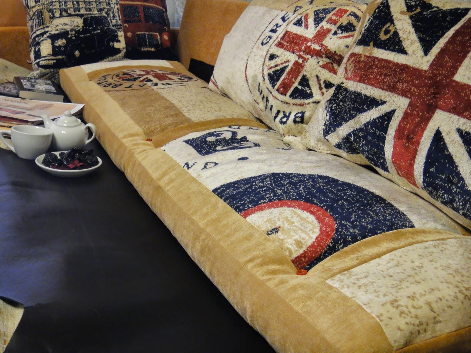 современный текстиль в комнату подростка: диванные подушки и напольный матрас