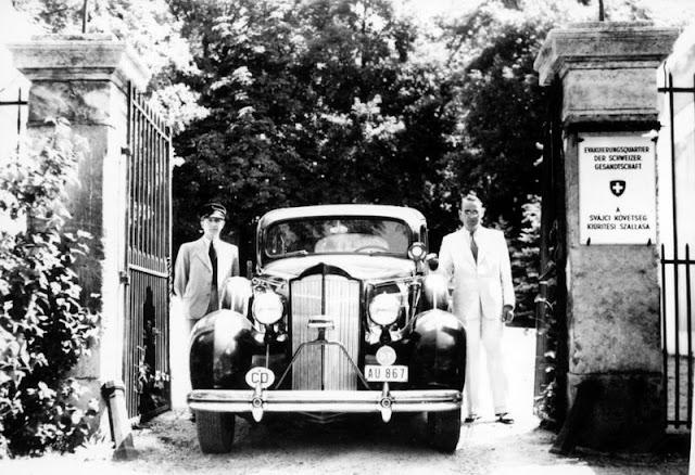Карл Лутц со своим водителем в Будапеште