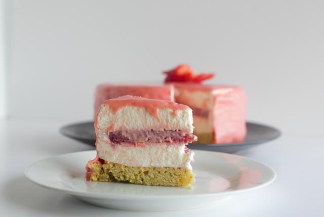 Mousse de yogur con gelatina de fresa - Más que pasta