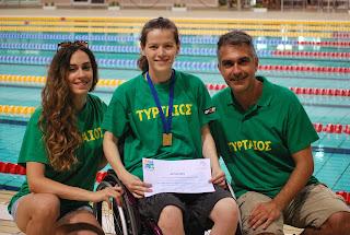 Η Αλεξάνδρα Σταματοπούλου με τον προπονητή της και τη φυσιοθεραπεύτρια της