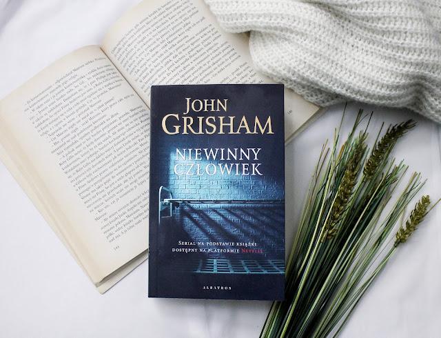 """""""Niewinny człowiek"""" John Grisham"""