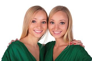 девушки близнецы близняшки