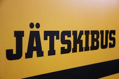 Jätskibus-teksti tilattiin tarrakirjaimilla