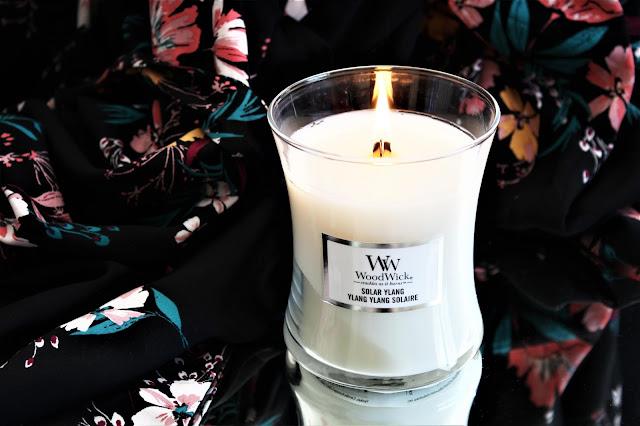 bougie ylang ylang solaire de woodwick avis, ylang ylang solaire woodwick avis, woodwick solar ylang avis, woodwick ylang ylang solaire revue, bougie à l'ylang ylang, bougie parfumée été, new woodwick candles, bougies parfumées woodwick, bougie woodwick avis, bougies, candles, home fragrance, blog sur les bougies, bougie parfumé à la cire végétale, bougie qui crépite