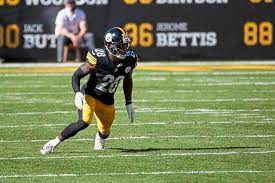 How Old is Mike Hilton?  Wikipedia, Biography, Salary, Net Worth, Parents, Wife, Age, Height