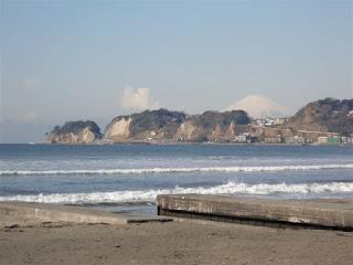 材木座海岸からの富士