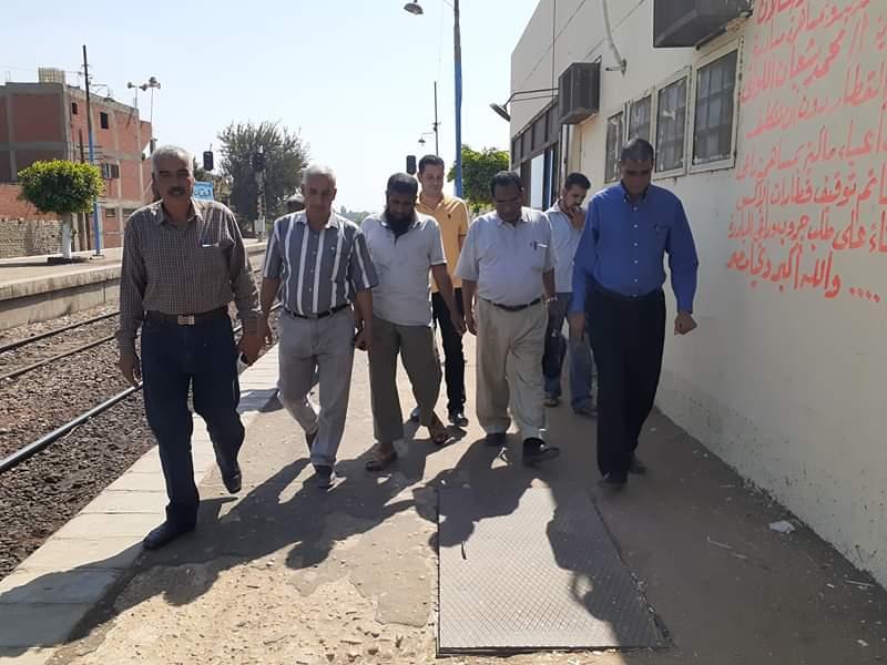 """بالصور """" الحلاج نائب رئيس المدينة في جولة ميدانية بقرية البريجات بكوم حمادة"""