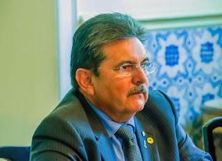 Ex-presidente da ALPB, Adriano Galdino prova que não sabe dirigir e tem CNH suspensa