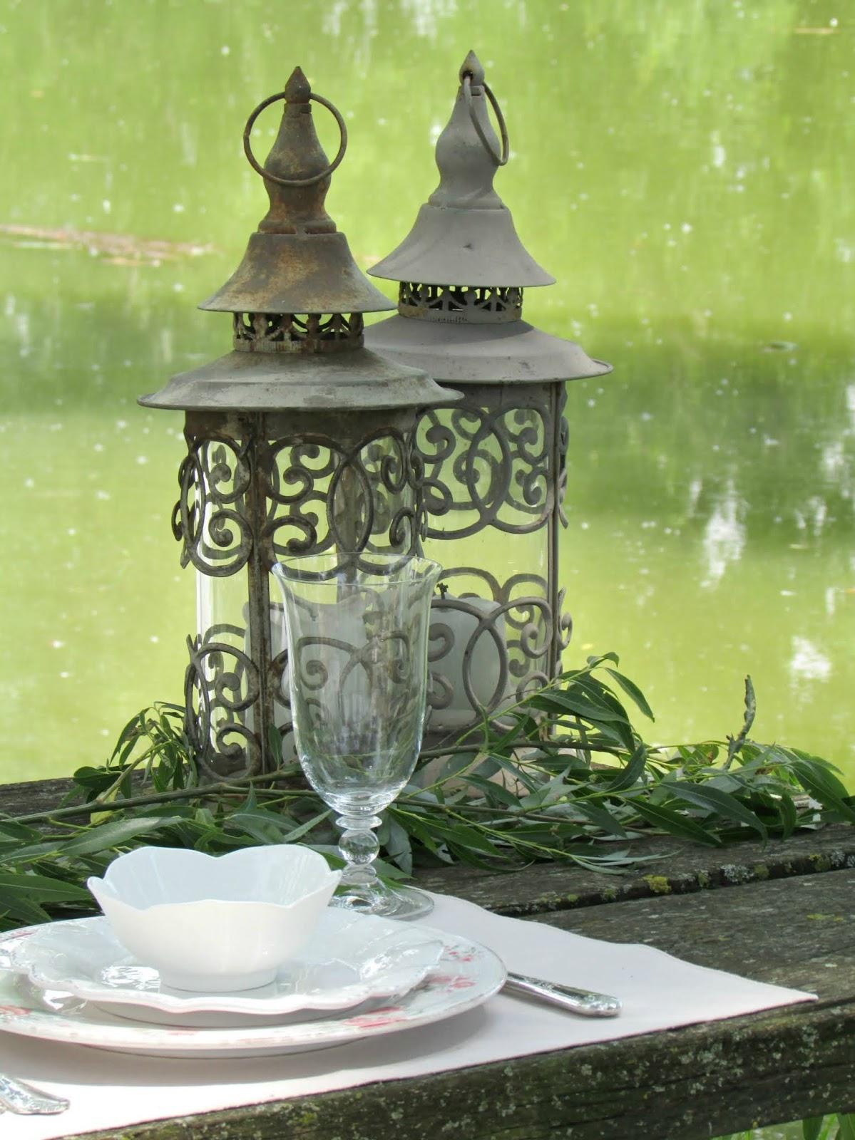 una tavola lungo il lago