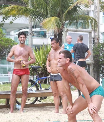 Atualmente no ar na novela Tempo de Amar, trama das 18h da TV Globo, Bruno  Cabrerizo exibiu sua boa forma neste domingo, 03 de dezembro. 2bb8314934