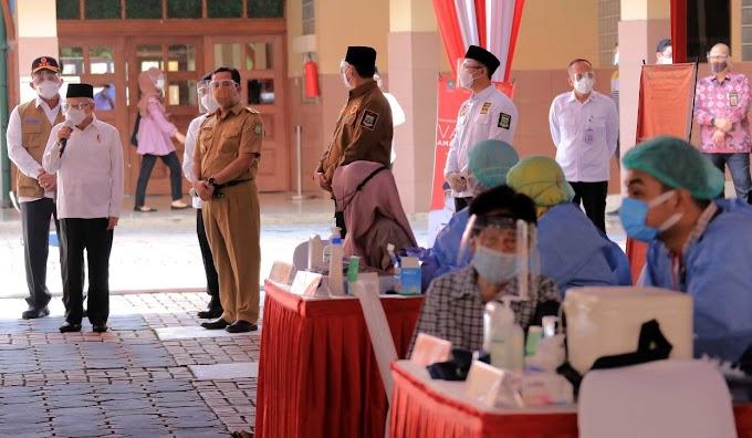 Wapres Kunjungi Vaksinasi Massal Kota Tangerang