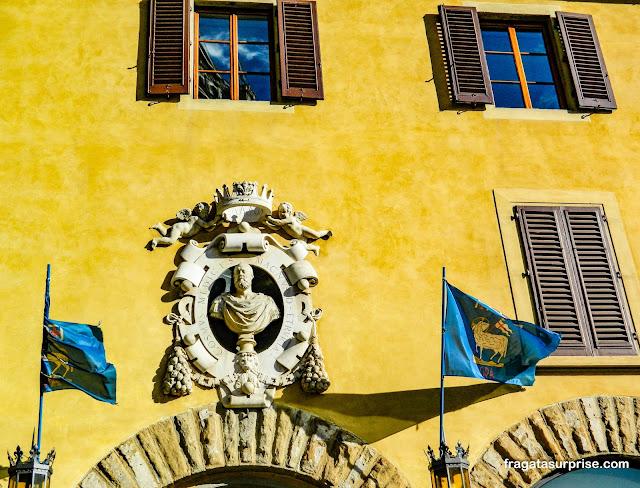 Imagem do duque Cosimo de Medici em uma palácio da Piazza della Signoria, em Florença