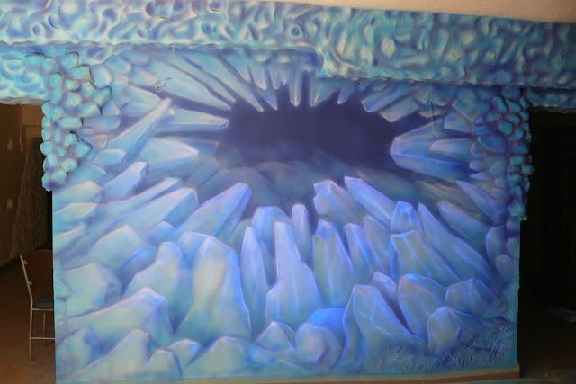 Lodowe ściany, mural UV, malowanie obrazu w ultrafiolecie, black light mural
