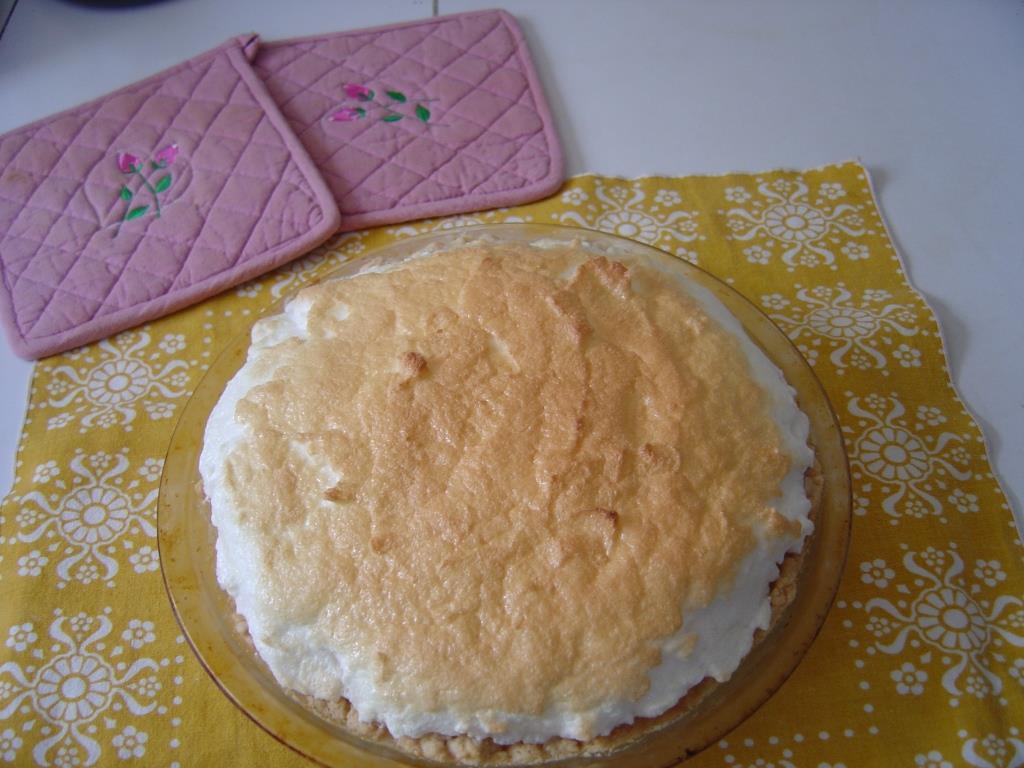 Lemon-Marshmallow Cream Pie