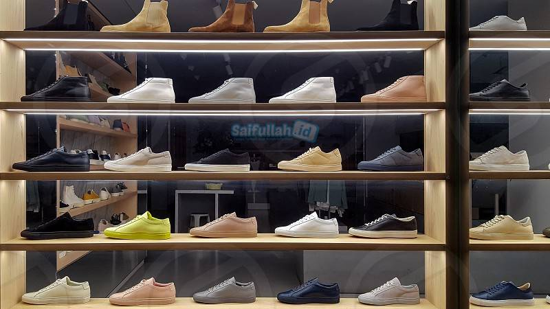 Lowongan Kerja Karyawati Jaga Toko Sepatu Golden Pontianak