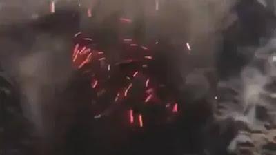 عاجل : انفحار بركان بالقرب من المدينة المنورة وتصاعد النيران والتدخنة