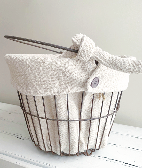 clam basket with white liner