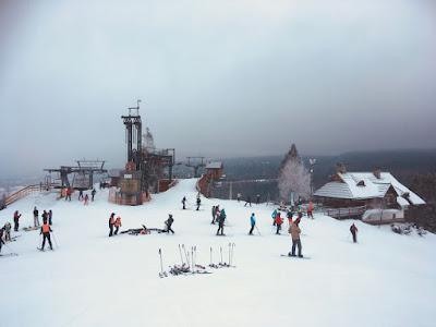 Ośrodek narciarski Czorsztyn Ski, góra Wdżar, stacje górne kolejek A i B