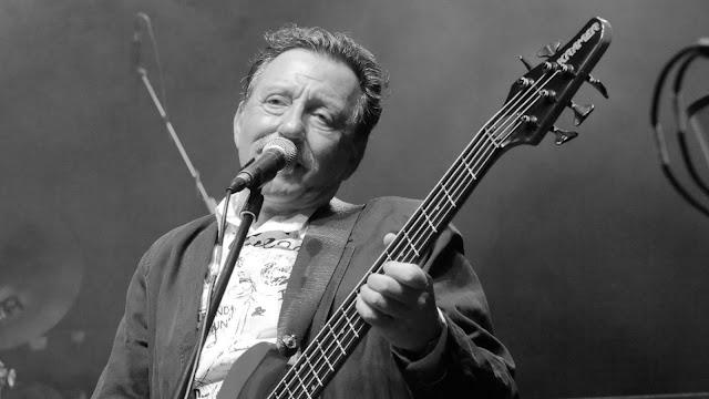 Elhunyt Mihály Tamás, az Omega basszusgitárosa