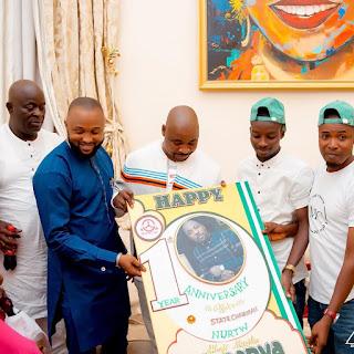 NURTW Chairman, MC Oluomo Gives BBNaija Winner, Laycon N2.5 Million (PHOTOS)