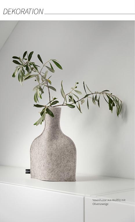 natürliche dekoration mit Olivenzweigen in Vasenhussen aus Wollfilz