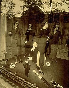 Eugene Atget MAGASIN AVENUE DES GOBELINS 1925