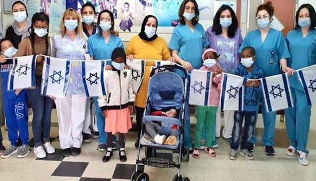 عائلة مغربية تسافر إلى إسرائيل لإخضاع طفلها لعملية جراحية دقيقة في القلب (صور)