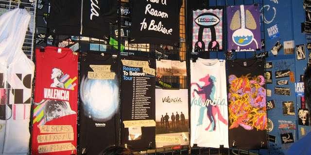 25 cosas que puedes vender en tus conciertos y sitio web, ¿cómo generar ingresos en una banda? ✅ 25 ideas de negocio para monetizar tu proyecto musical