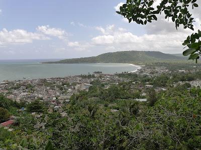 Baracoa, Kuba, Blick über die Stadt und die Bahía de Baracoa