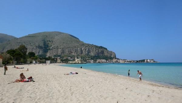 Mondello-spiaggia-mare-Palermo