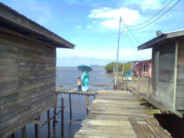 Image result for Semporna kampung atas air