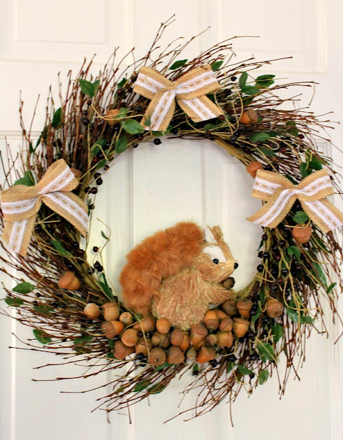 How to make a squirrel wreath with acorns