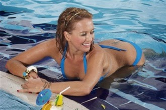Zhanna Friske, the latest news, daily swims in the pool and is engaged with a personal trainer.