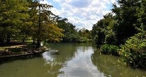 Daerah Aliran Sungai (DAS) merupakan daerah yang dibatasi oleh topografi pemisah air yang terkeringkan oleh sungai atau sistem saling berhubungan sedemikian rupa sehingga semua aliran sungai yang jatuh di dalam akan keluar dari saluran lepas tunggal dari wilayah tersebut (Martopo, dkk., 1994). Ekosistem DAS terdiri dari ekosistem DAS bagian hulu, ekosistem DAS bagian tengah, dan ekosistem DAS bagian hilir.