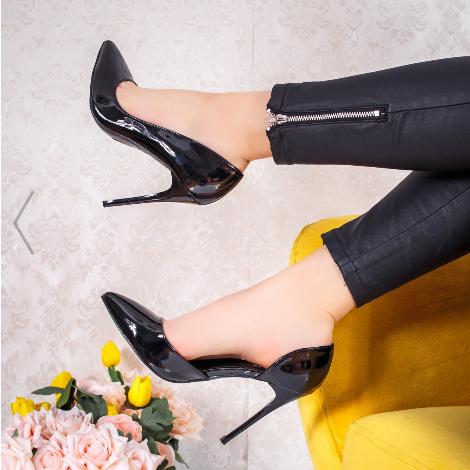 Pantofi eleganti de zi cu toc subtire din piele lacuita cu deupaje