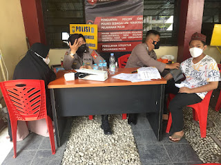 Tim Vaksinator Door to door Polres Pelabuhan Makassar gelar Vaksinasi di Polsek Wajo
