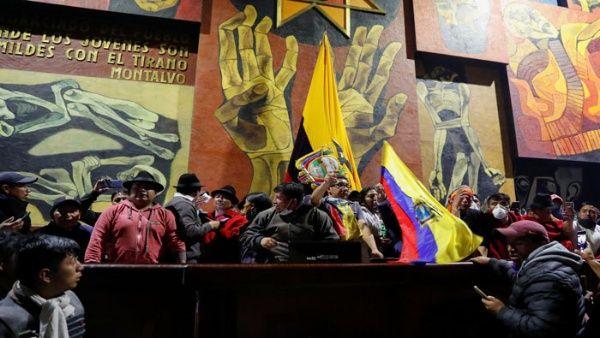 """Movimientos sociales instalan """"Parlamento de los Pueblos"""" en Asamblea de Ecuador"""