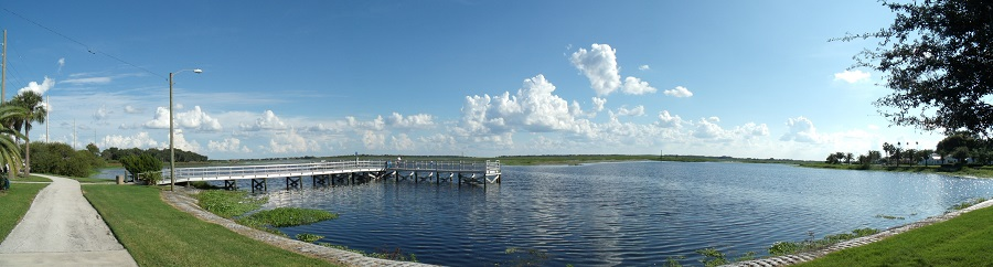 West Lake y junto a este, el carril para bicicletas