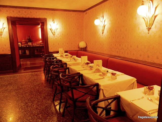 Salão do café da manhã do Hotel Corona d'Oro, em Bolonha, Itália