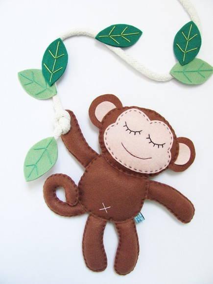 98f033d87eedc doce macaquinho para enfeitar o quarto do seu menino feito em feltro decora  a cortina pode ser usado tb como mobile ou na porta do quarto do bebe.