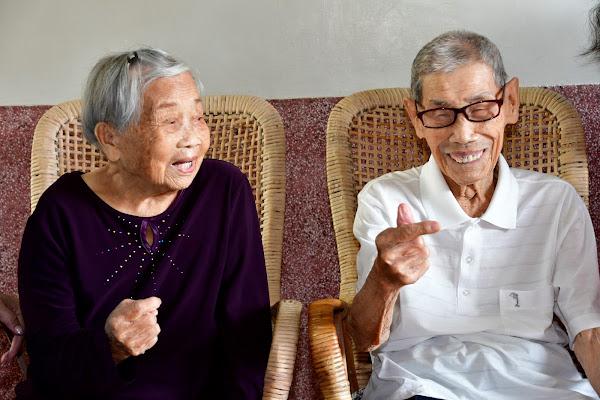 彰化縣長王惠美拜訪百歲人瑞 贈送重陽禮金及禮品