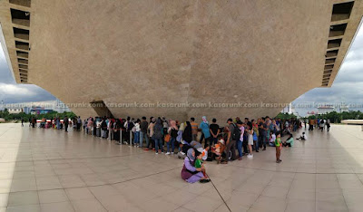 Queue at Monumen Nasional