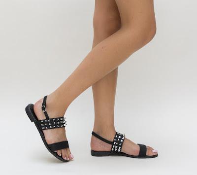 Sandale negre cu talpa joasa de vara cu tinete metalice