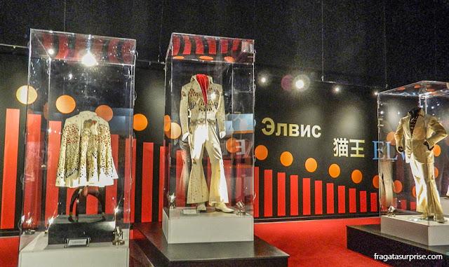 Trajes de palco de Elvis Presley exibidos no museu de Graceland