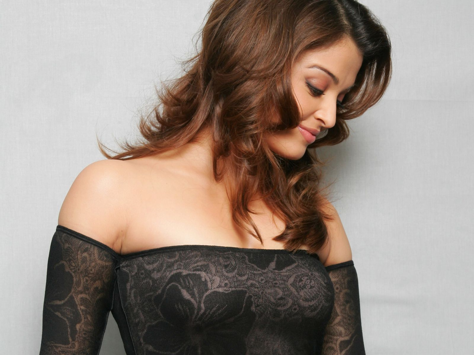 Aishwarya Rai Open Sexy Photo