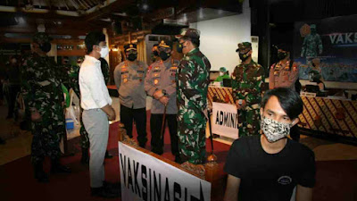 Panglima TNI dan Kapolri Pantau Serbuan Vaksinasi di Solo