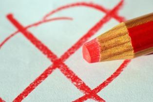 matita rossa che indica un errore