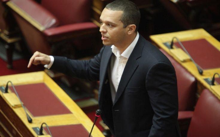 Κασιδιάρης σε βουλευτές του ΣΥΡΙΖΑ: Είστε μη φυσιολογικοί.Αυτό το νομοθέτημα είναι παρά φύσιν [Βίντεο]