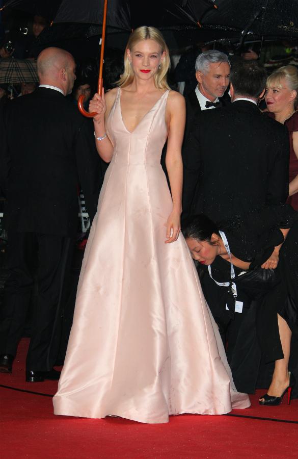 FESTIVAL FILM CANNES 2013 ini merupakan Festival Film Cannes yang ke-66 yang berlangsung di Cannes, Perancis mulai tanggal 15 - 26 Mei 2013. Buat aku sendiri adalah sangat menyenangkan untuk mengetahui dress / gaun selebriti dunia yang sedang HOT*cabe kali y hehe. Ok, langsung aja ya berikut nih penampakannya :  Alessandra Ambrosio Menggunakan Dress Rancangan Roberto Cavalli   Alessandra Ambrosio    Carey Mulligan Menggunakan Dress Rancangan Christian Dior     Cheryl Cole Menggunakan Dress Rancangan Zuhair Murad    Dita Von Teese Menggunakan Dress Rancangan Elie Saab        Emma Watson Menggunakan Dress Rancangan Chanel      Eva Longoria     Fan Bingbing Menggunakan Dress Rancangan Elie Saab   Heidi Klum   Irina Shayk   Izabel Goulart   Jennifer Lawrence Menggunakan Dress Rancangan Christian Dior   Jessica Biel Menggunakan Dress Rancangan Marchesa   Jessica Hart    Nicole Kidman   Paris Hilton   Petra Nemcova   Selita Ebanks Menggunakan Dress Rancangan Cadena Gabriela     Selita Ebanks   Sonam Kapoor Menggunakan Dress Rancangan Dolce & Gabbana    Stacy Keibler Menggunakan Dress Rancangan Zac Posen     Sylvie Tellier    Ximena Navarrete    Ximena Navarrete     Zhang Yuqi Menggunakan Dress Rancangan Roberto Cavalli  image credit : www.google.com  Mana yang menjadi dress favoritmu? :)